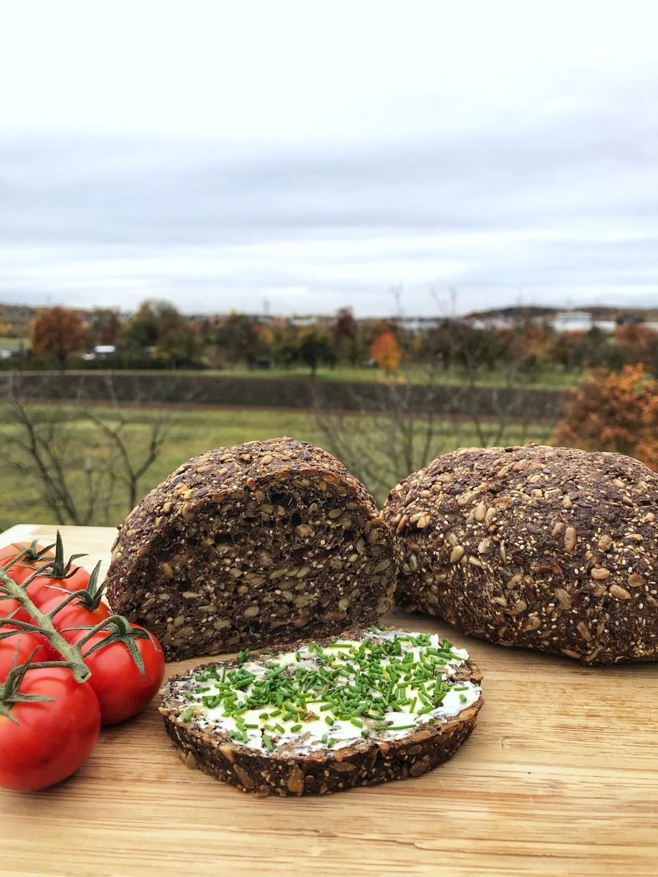 Lowcarb Nüsse & Saaten Brot (vegan) mit Rezept